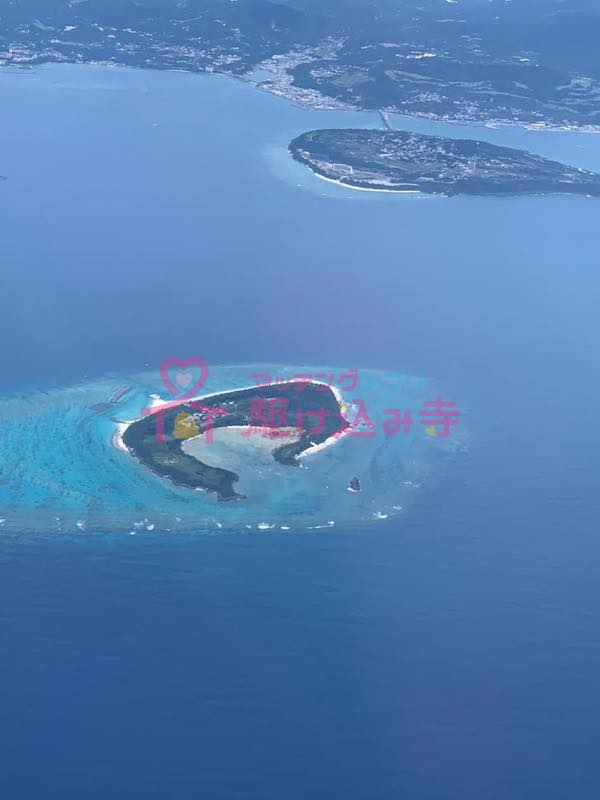 飛行機から見た島の写真
