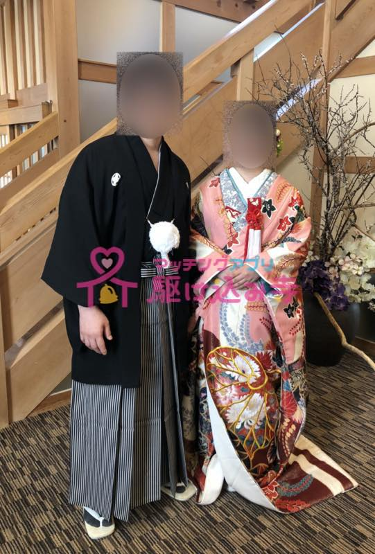和装の新婚カップルの写真