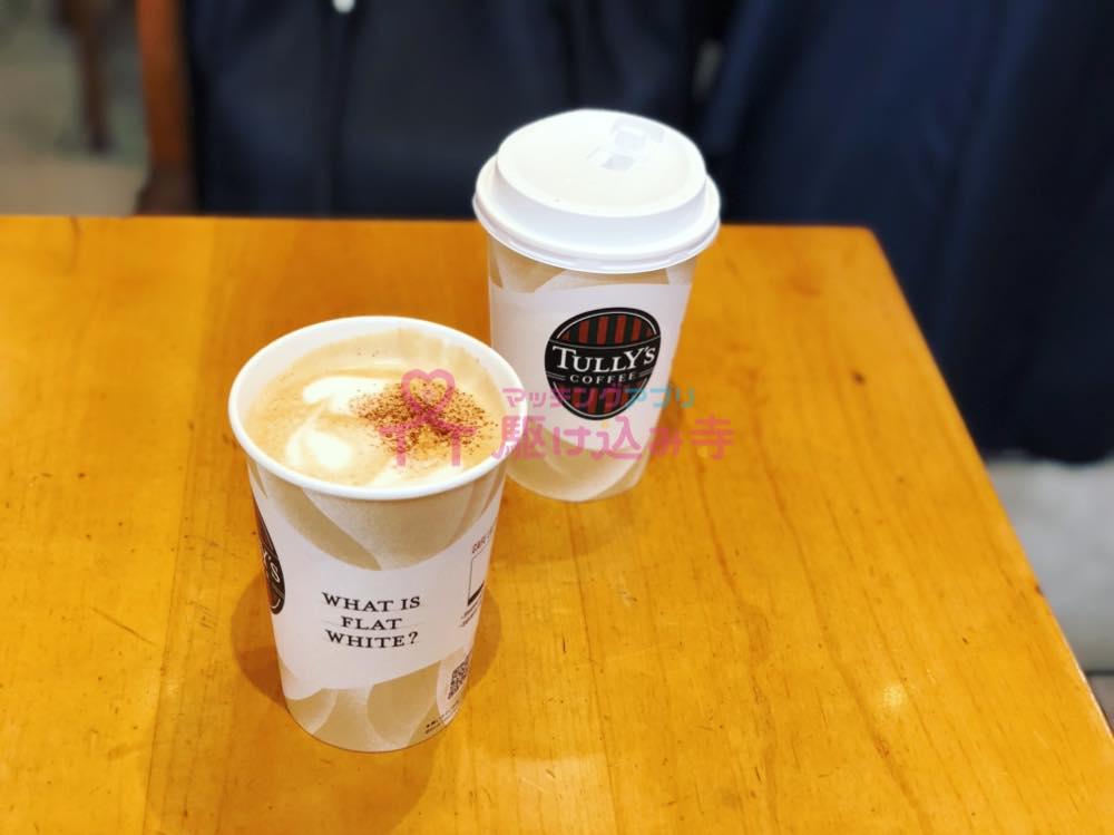 タリーズのカップが2つ並んだ写真